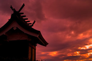 夕暮れの神社